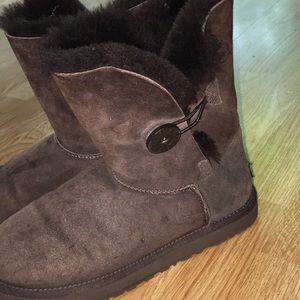 Bailey button short brown Uggs